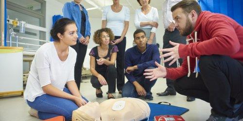 Primeiros Socorros: como agir em situações de emergência na indústria?